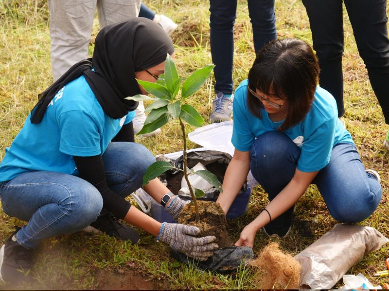 Planting the 100th Tree for 2018 With Vanke Holdings (M) Sdn Bhd